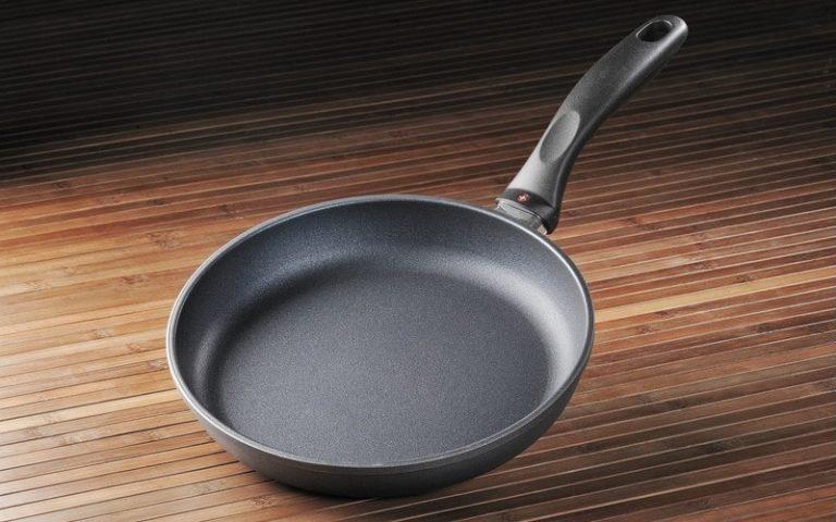 Почистить сковороду с покрытием от нагара в домашних условиях 538