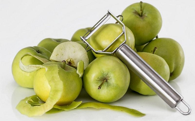 Kak_ubrat_nakip_ochistkami_yablok_Как убрать накипь в чайнике очистками яблок