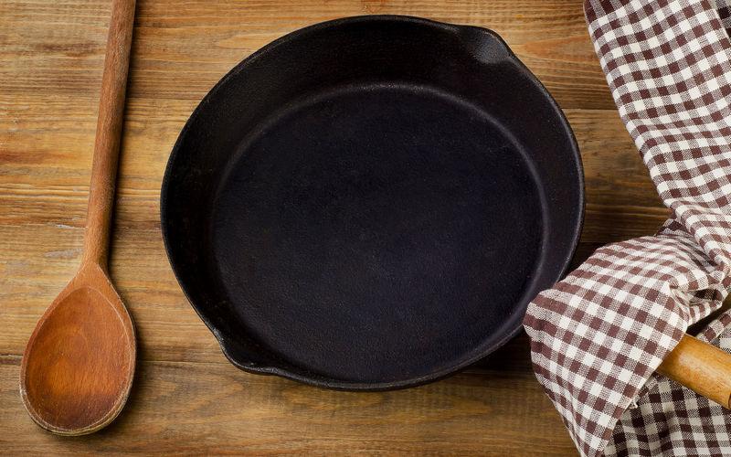 Как почистить чугунную сковороду в домашних условиях от ржавчины 53