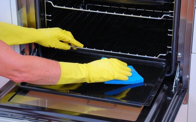 Как очистить духовку от жира и нагара в домашних условиях