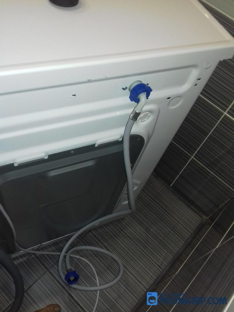 Монтаж водопроводного шланга к стиральной машине