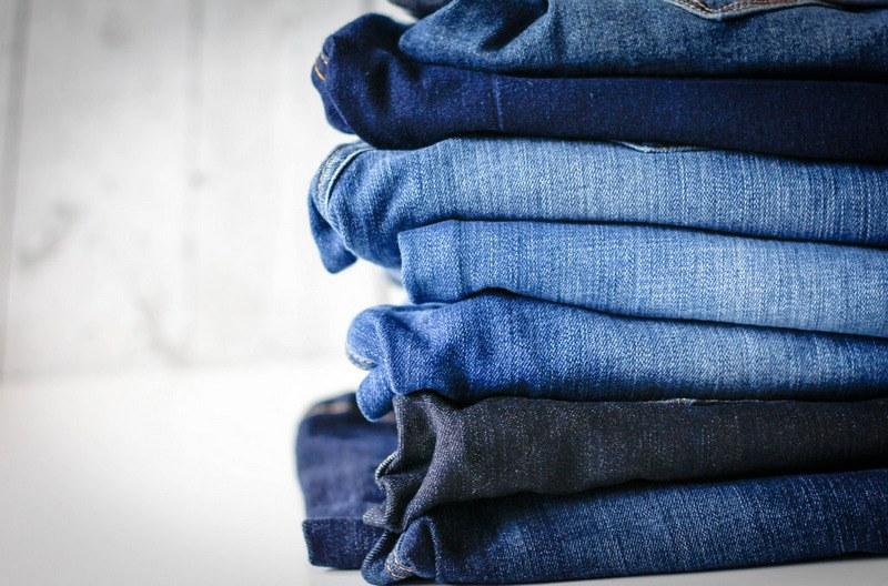 Как погладить джинсы утюгом