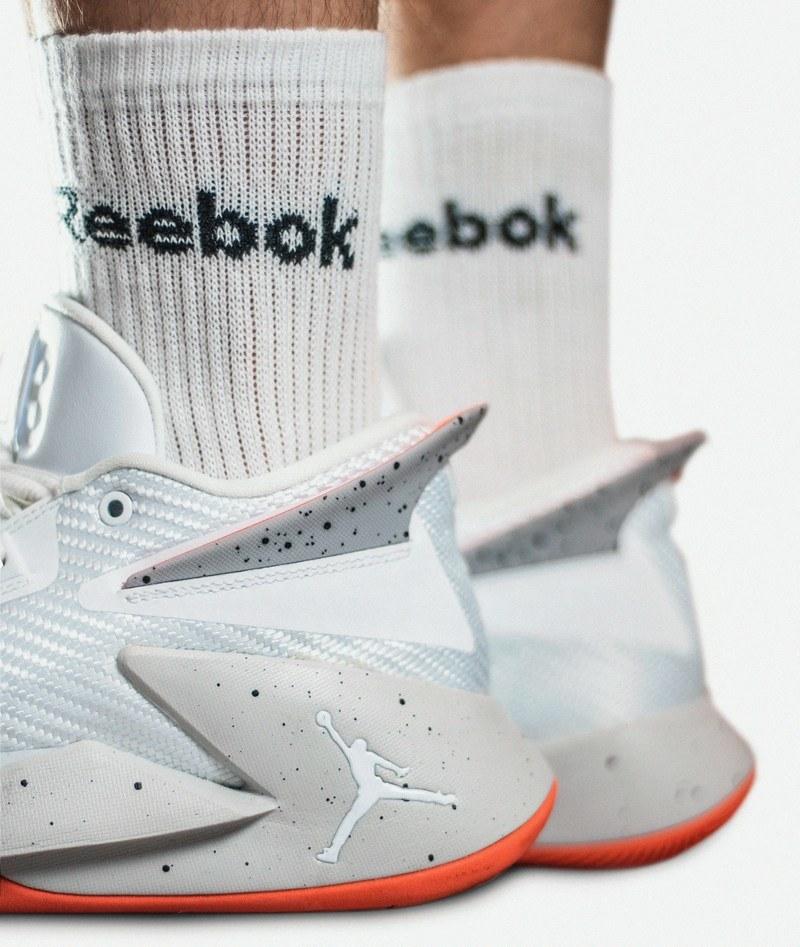Как отстирать белые носки от грязи