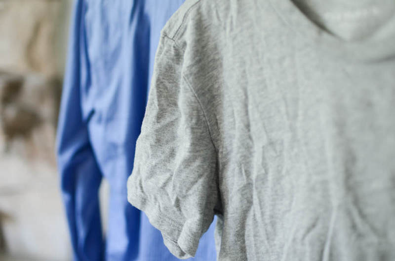 Как погладить без утюга мятую одежду