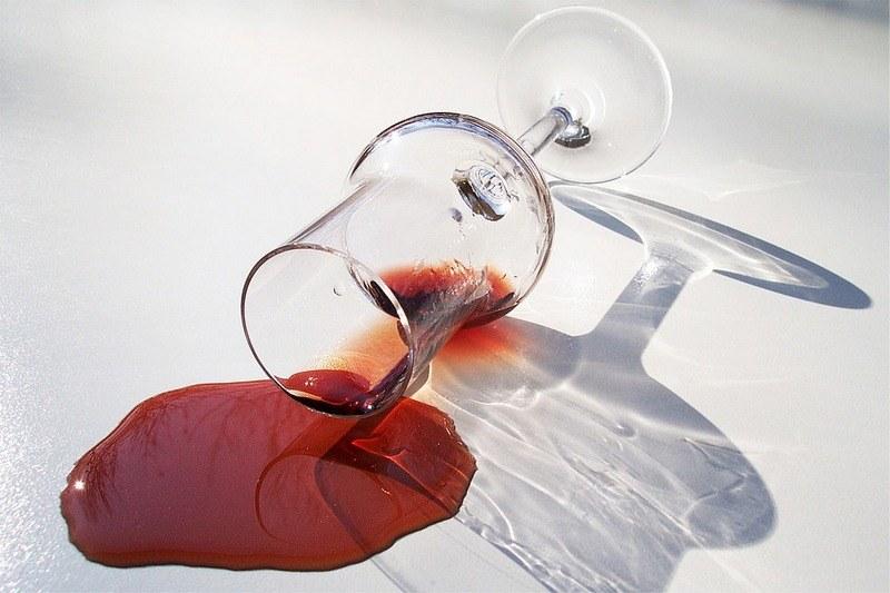 Как удалить старое пятно от вина