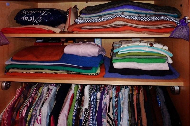 Как убрать неприятный запах в шкафу