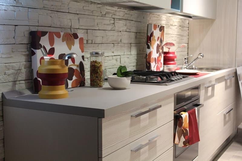 Как избавиться от пищевой моли на кухне дома