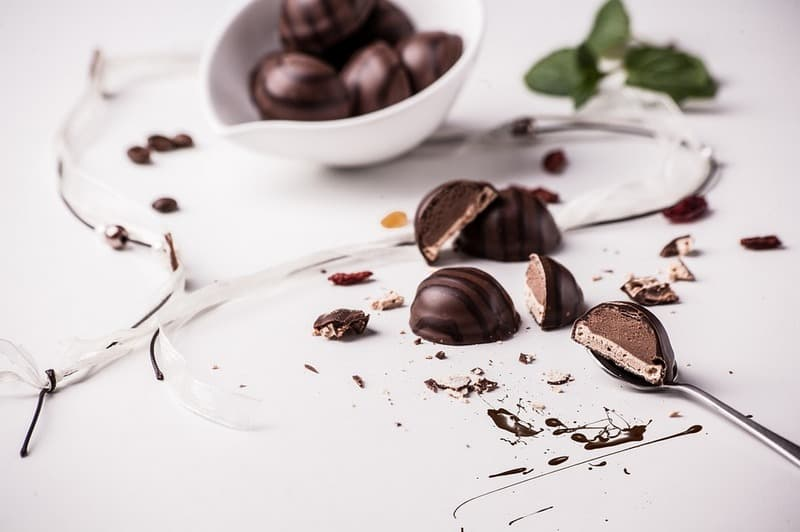 Как отстирать шоколад с ткани